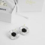 boucles oreilles blanches fleurs anemone
