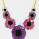 collier fleuri anemone violet